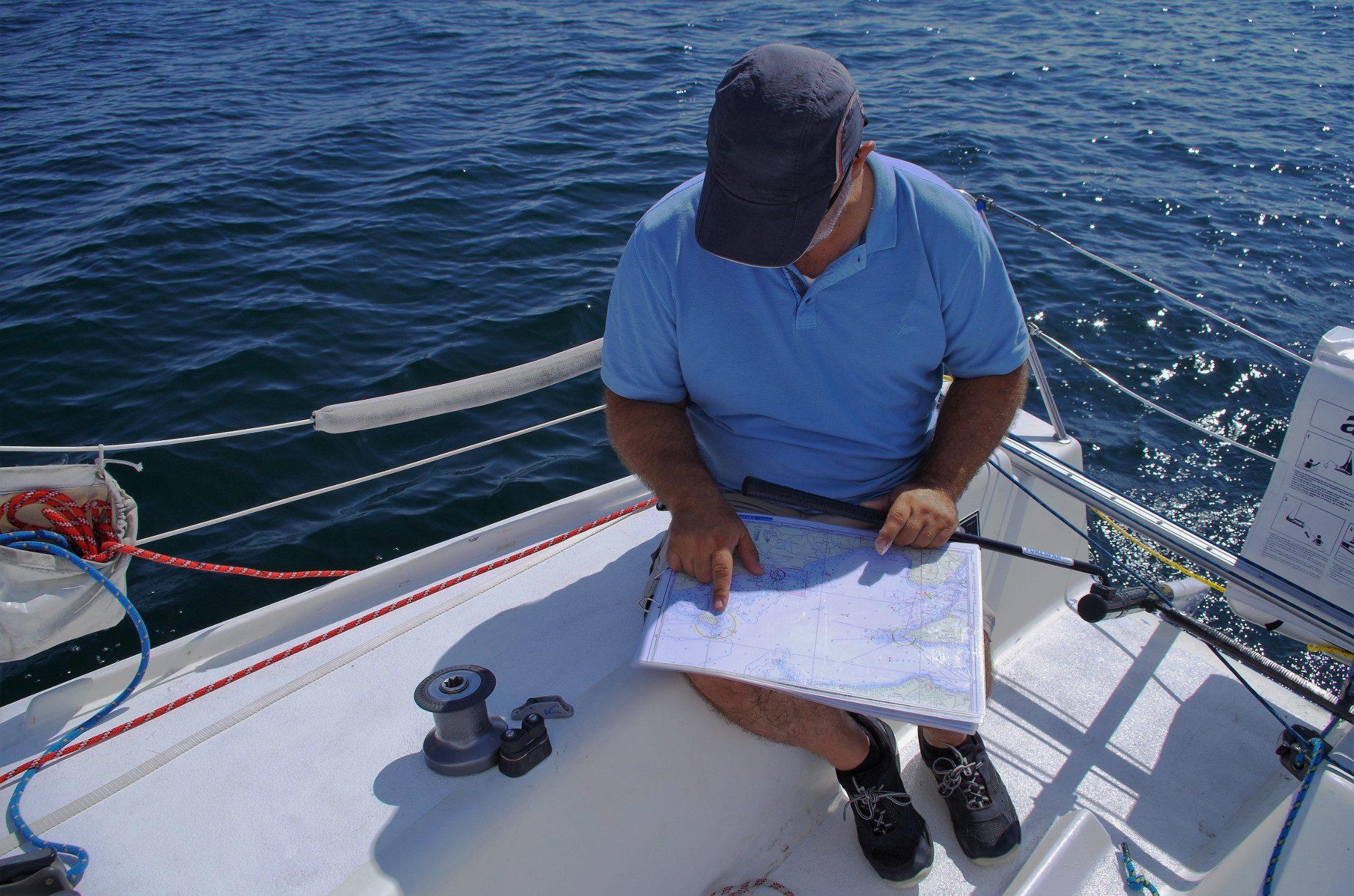 Seekarten auf kleinen Booten